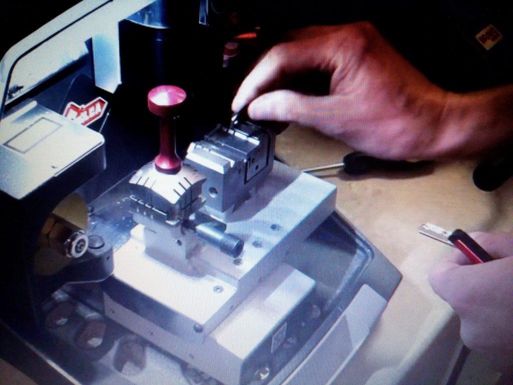 mesin duplikat kunci