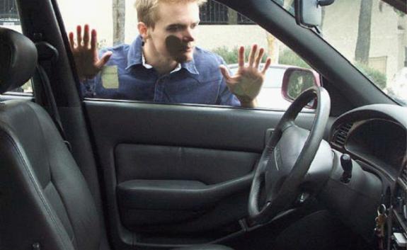 Tips Mencegah Kunci Ketinggalan Di Mobil